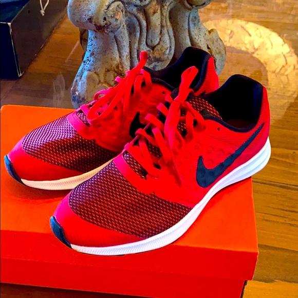 Nike new downshifted women's 6.5 kids 4.5 red